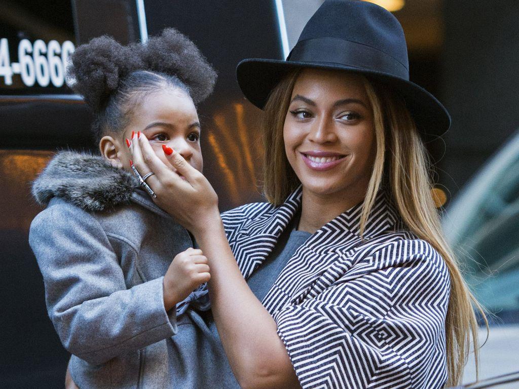 """Beyoncé mit ihrer Tochter Blue Ivy bei der """"Annie""""-Premiere in New York City"""
