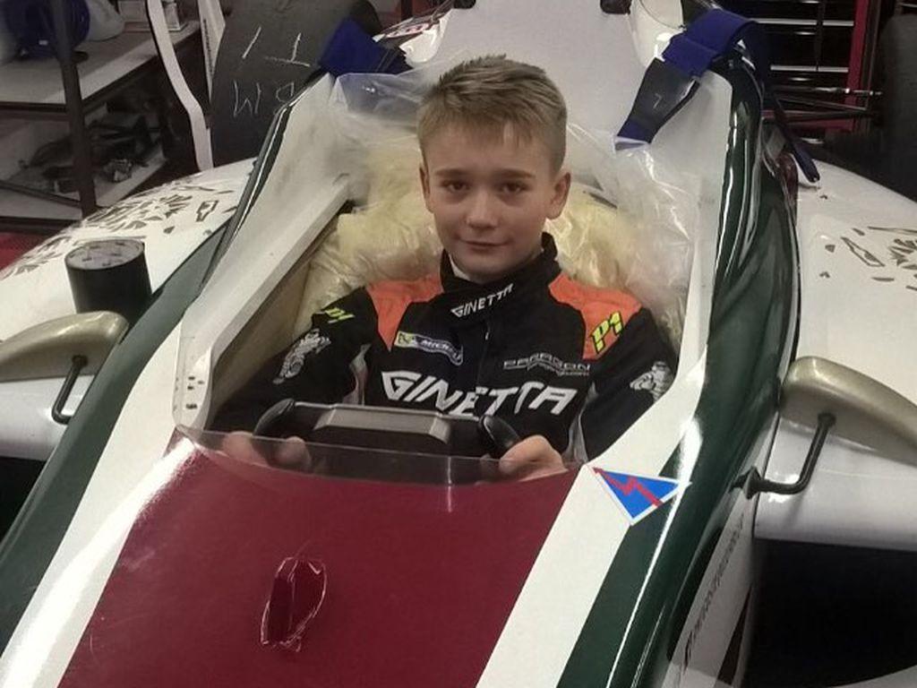 Billy Monger in einem Rennwagen