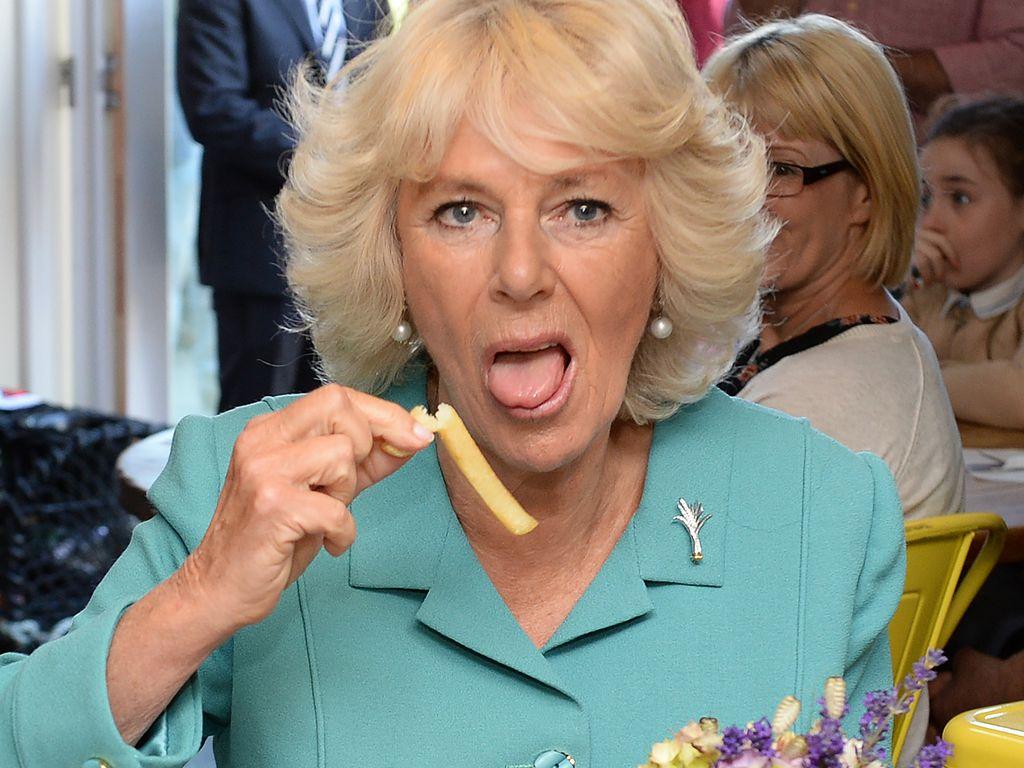 Camilla Parker Bowles beim Pommesessen in Wales