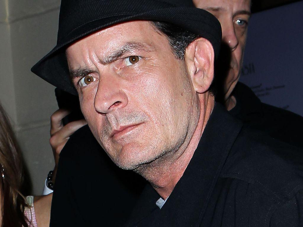Charlie Sheen guckt böse