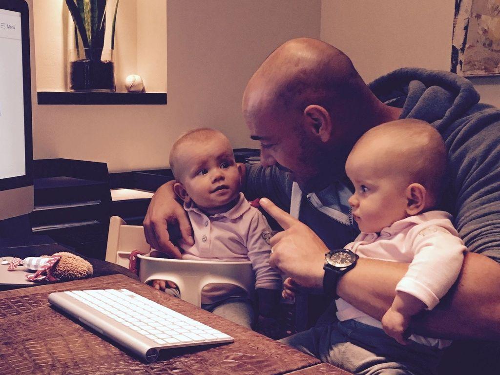 Christian Tews und seine Zwillingstöchter im Oktober 2016