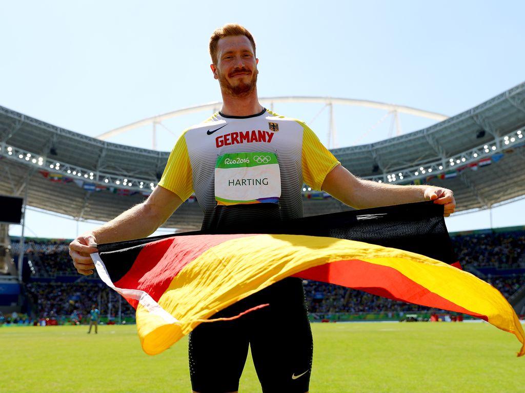 Christoph Harting mit der Deutschlandflagge bei Olympia 2016