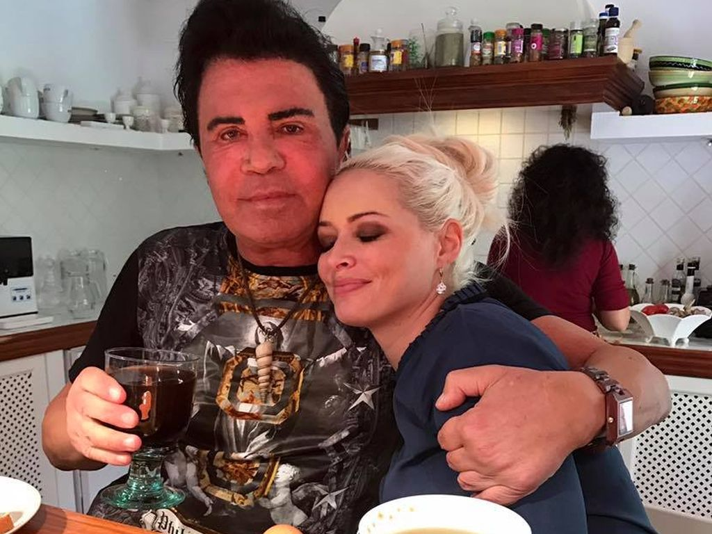 Daniela Katzenberger und Costa Cordalis beim Frühstück
