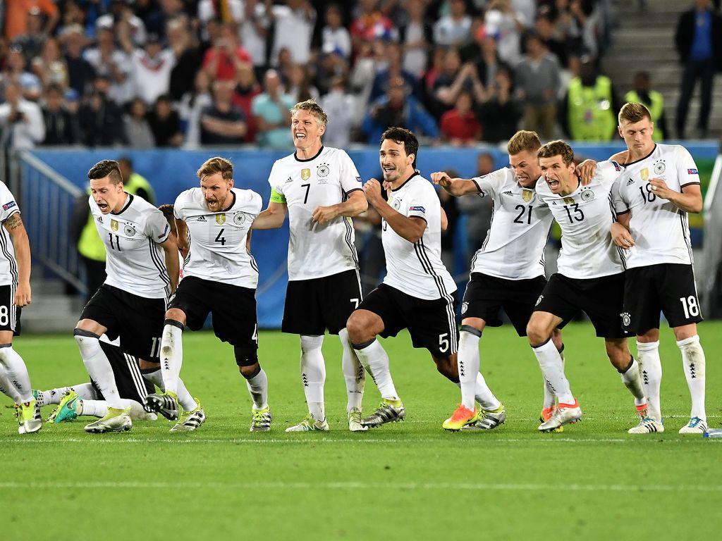 Die DFB-Kicker nach dem Einzug ins Halbfinale gegen Italien bei der EM 2016