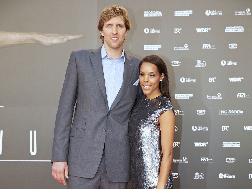 """Dirk Nowitzki mit Jessica Nowitzki bei der Premiere von """"Der perfekte Wurf"""""""