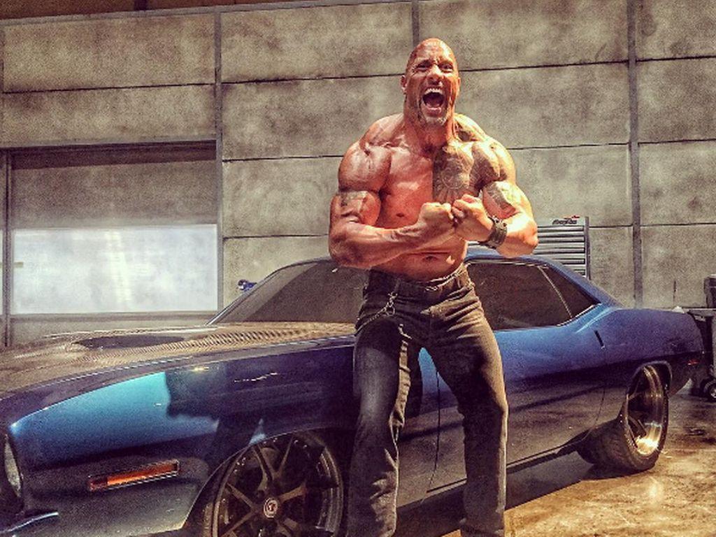 """Dwayne """"The Rock"""" Johnson am Set von Fast 8"""
