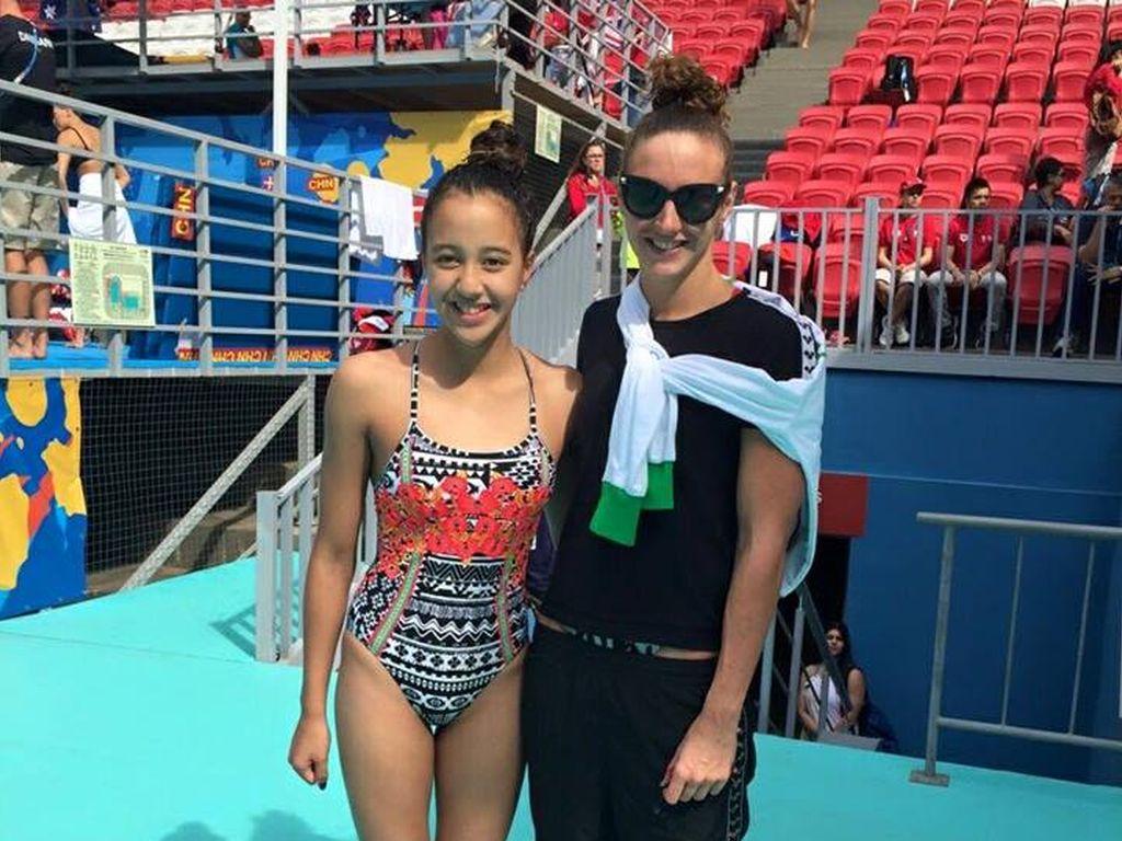 Gaurika Singh mit der Schwimmerin Katinka Hosszu