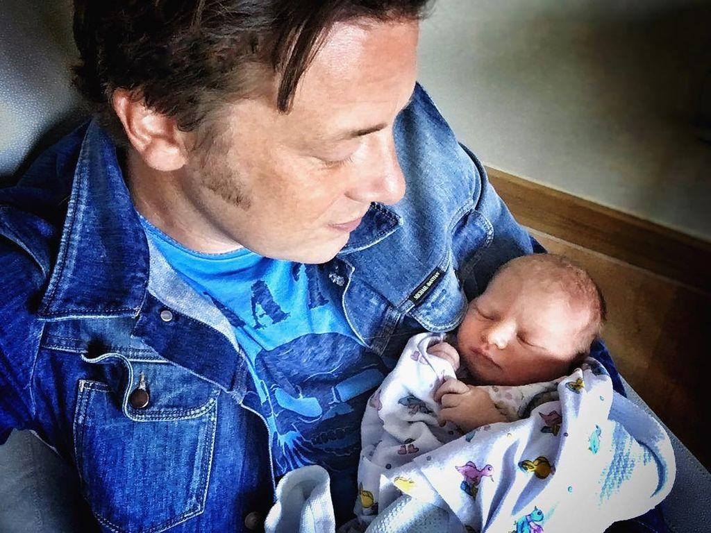 Jamie Oliver und sein neugeborener Sohn