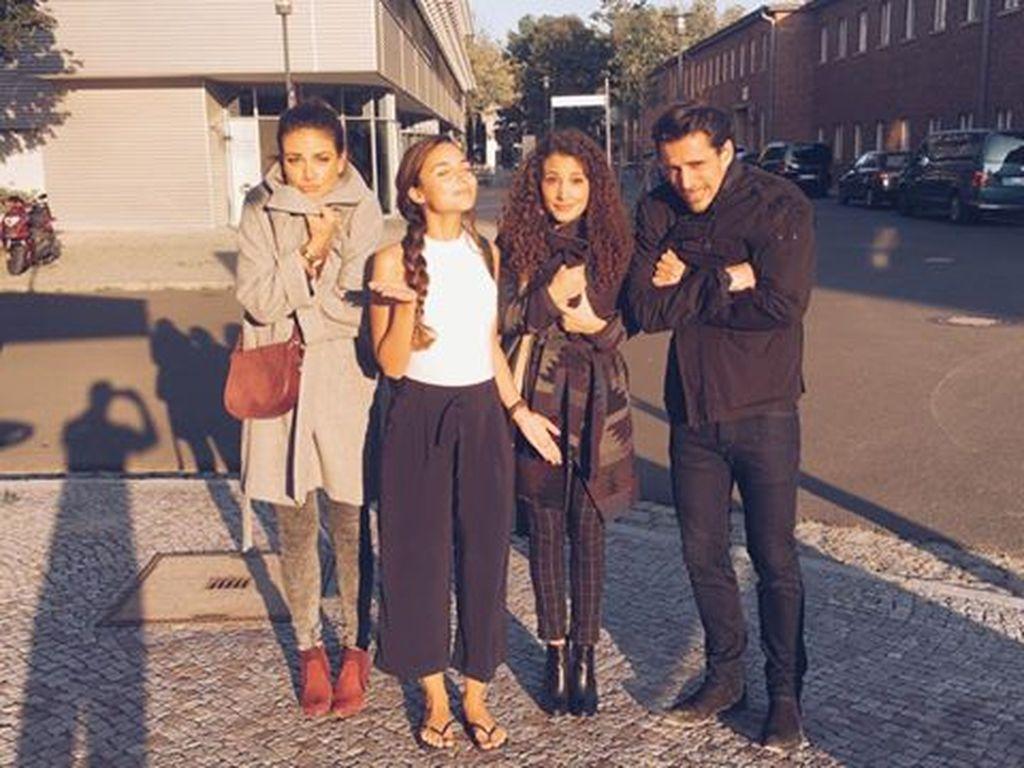 Janina Uhse, Rona Özkan, Nadine Menz und Philipp Christopher bei Dreharbeiten für GZSZ