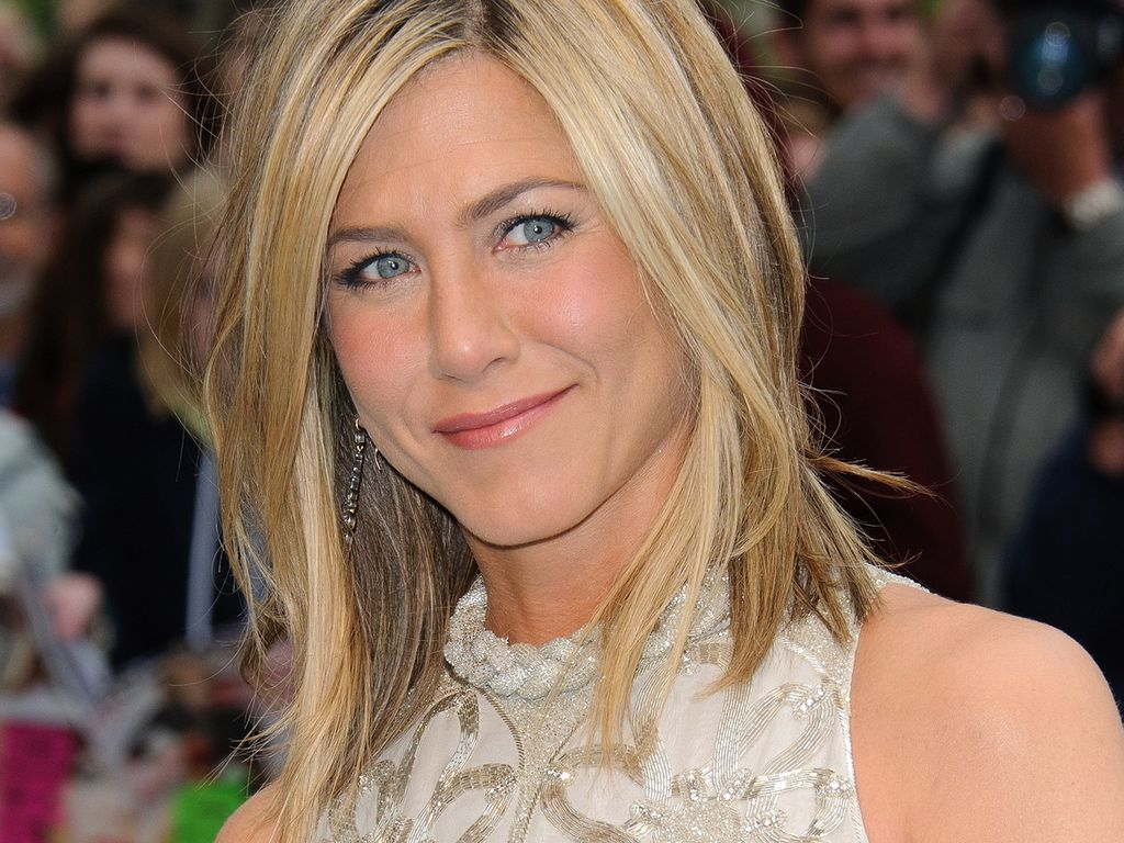 jennifer aniston deswegen schnitt sie ihre haare. Black Bedroom Furniture Sets. Home Design Ideas