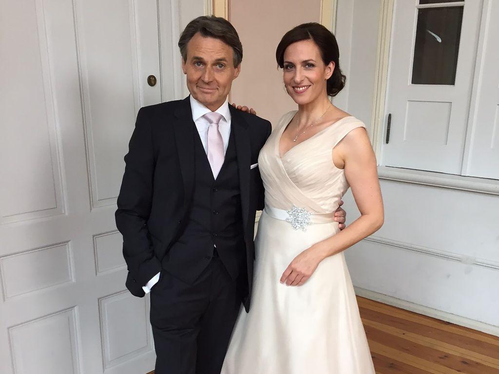 Jo Gerner (Wolfgang Bahro) und Katrin (Ulrike Frank) kurz vor der Hochzeit
