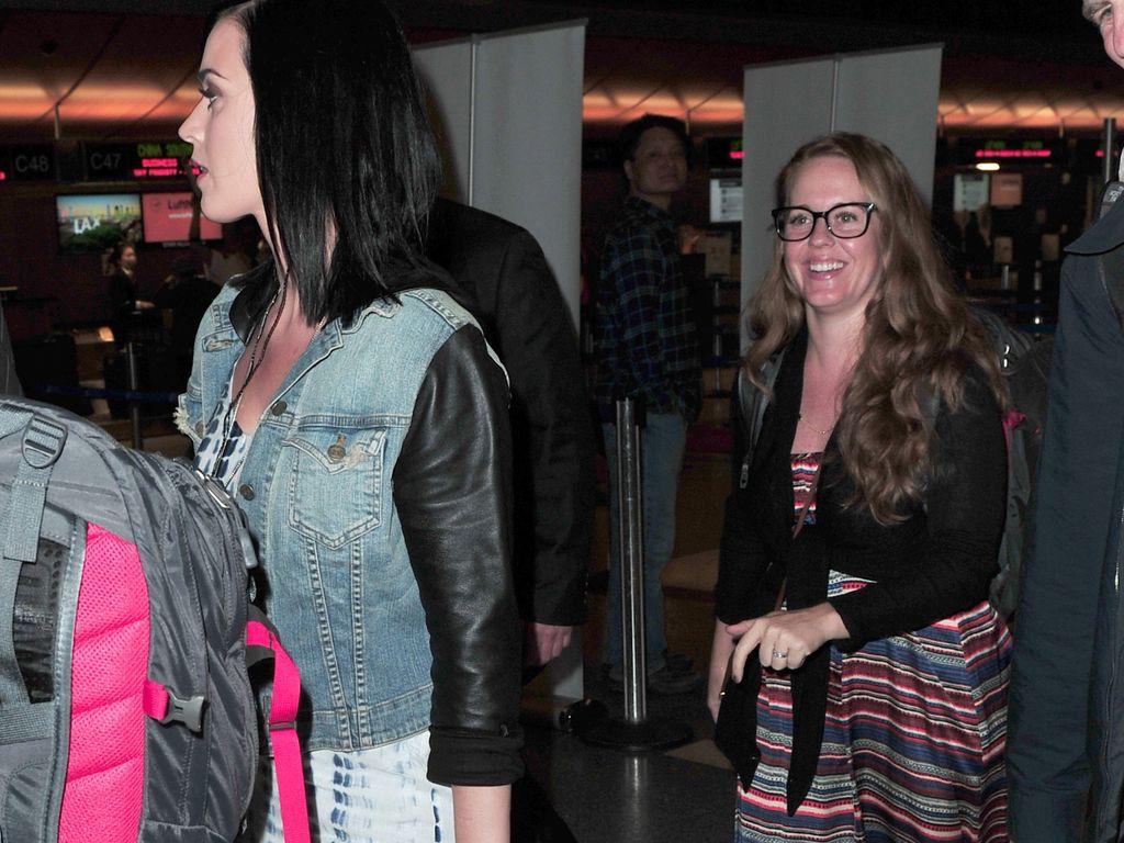 Katy Perry und ihre Schwester Angela Hudson am LAX Flughafen