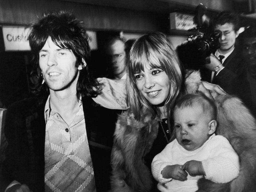 Keith Richards, Anita Pallenberg und Söhnchen Marlon 1969 in London