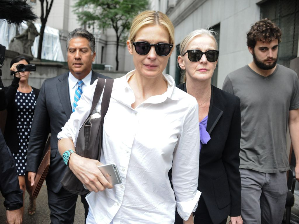 Kelly Rutherford mit großer Sonnenbrille