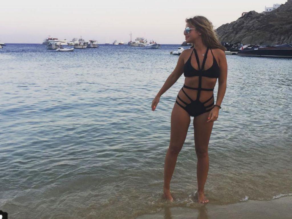 Kim Gloss im Monokini