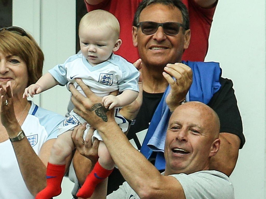 Promi-Baby Kit Rooney im EM-Stadion