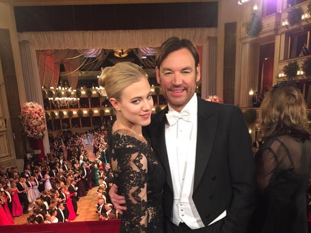 Larissa Marolt und Whitney Sudler-Smith beim Wiener Opernball