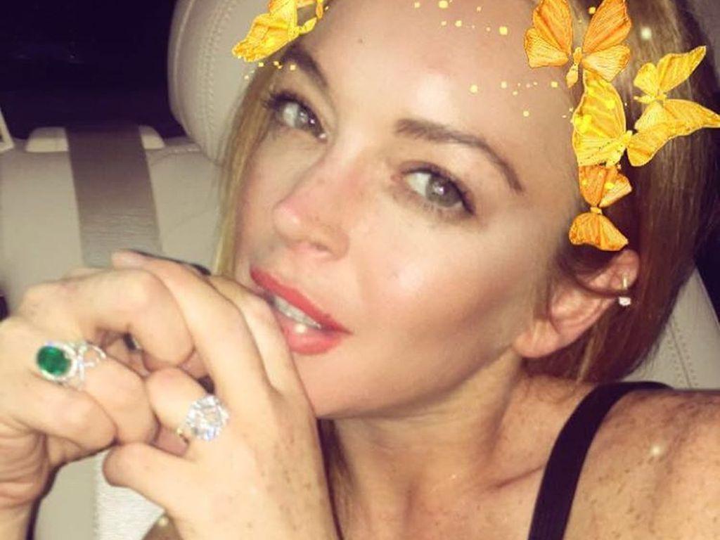 Lindsay Lohan zeigt ihren Verlobungsring
