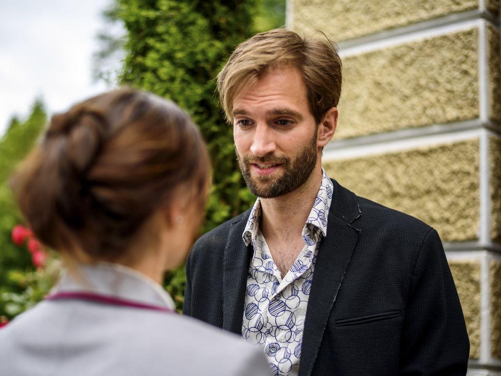 Lucien (Benjamin Bieber) und Clara (Jeannine Michèle Wacker)