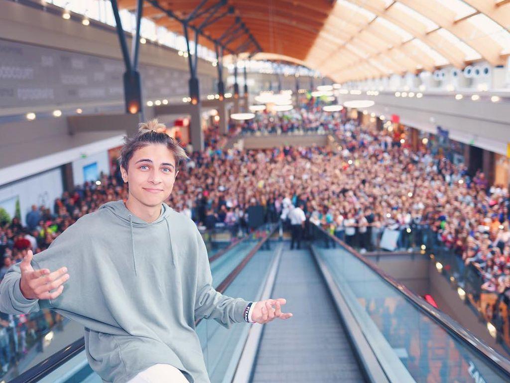 Lukas Rieger in einem Einkaufszentrum in Ulm