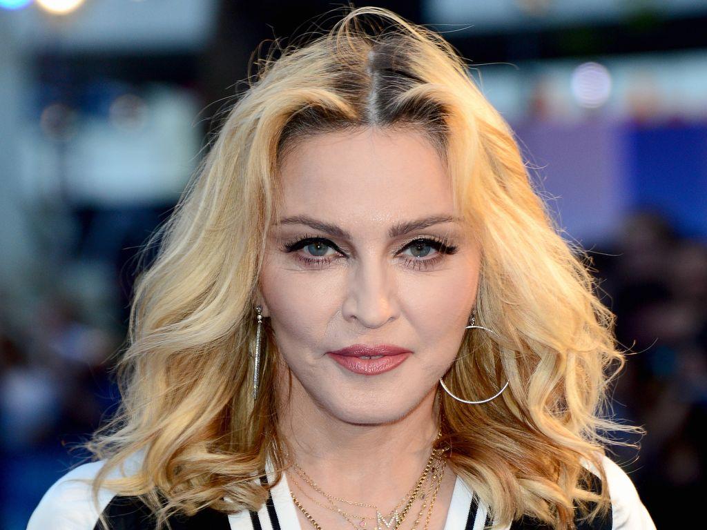 """Madonna bei einer """"Beatles""""-Ausstellung"""