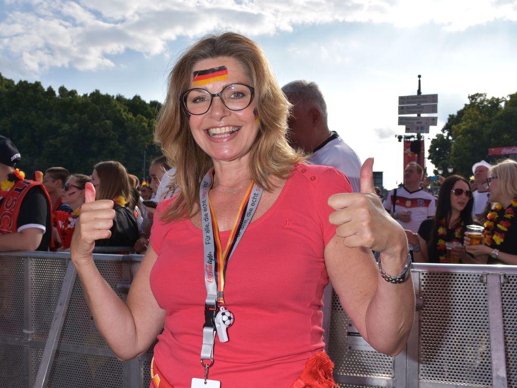 Maren Gilzer beim EM-Spiel 2016 auf der Berliner Fanmeile
