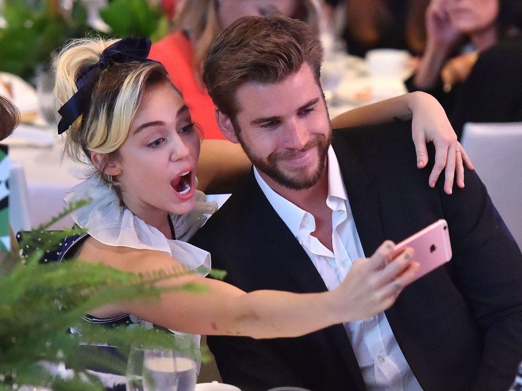 Miley Cyrus und Liam Hemsworth bei einem Event in Beverly Hills
