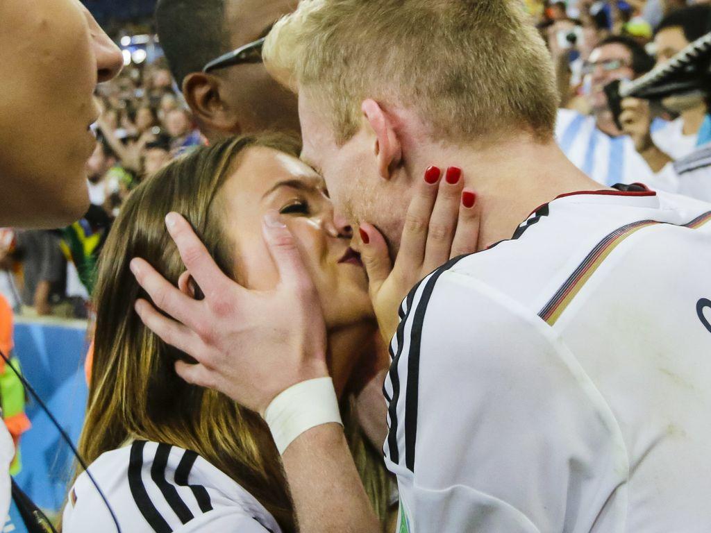 Montana Yorke und André Schürrle nach dem WM-Sieg 2014