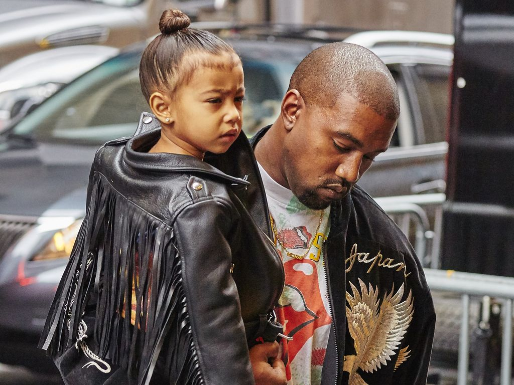 """North West und ihr Papa Kanye West auf dem Weg zum Broadway-Musical """"The Lion King"""""""