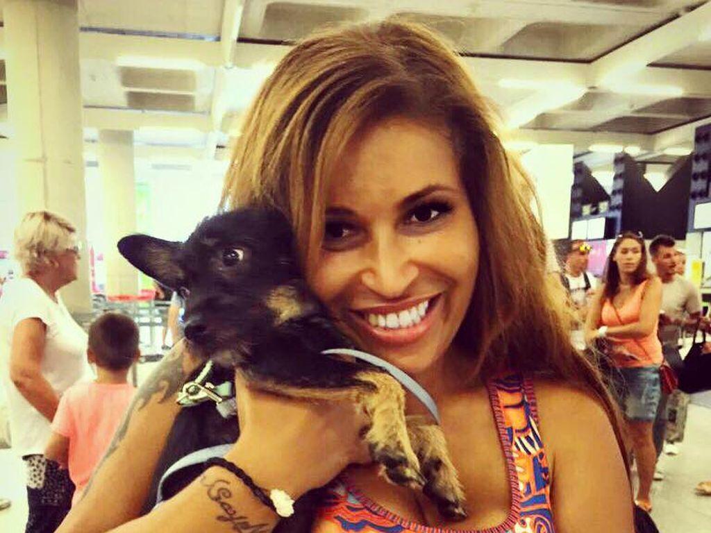 Patricia Blanco am Flughafen