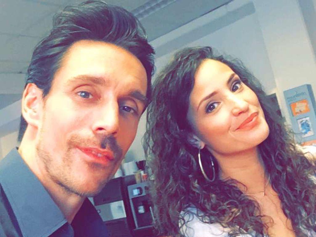 Philipp Christopher und Nadine Menz machen ein Selfie