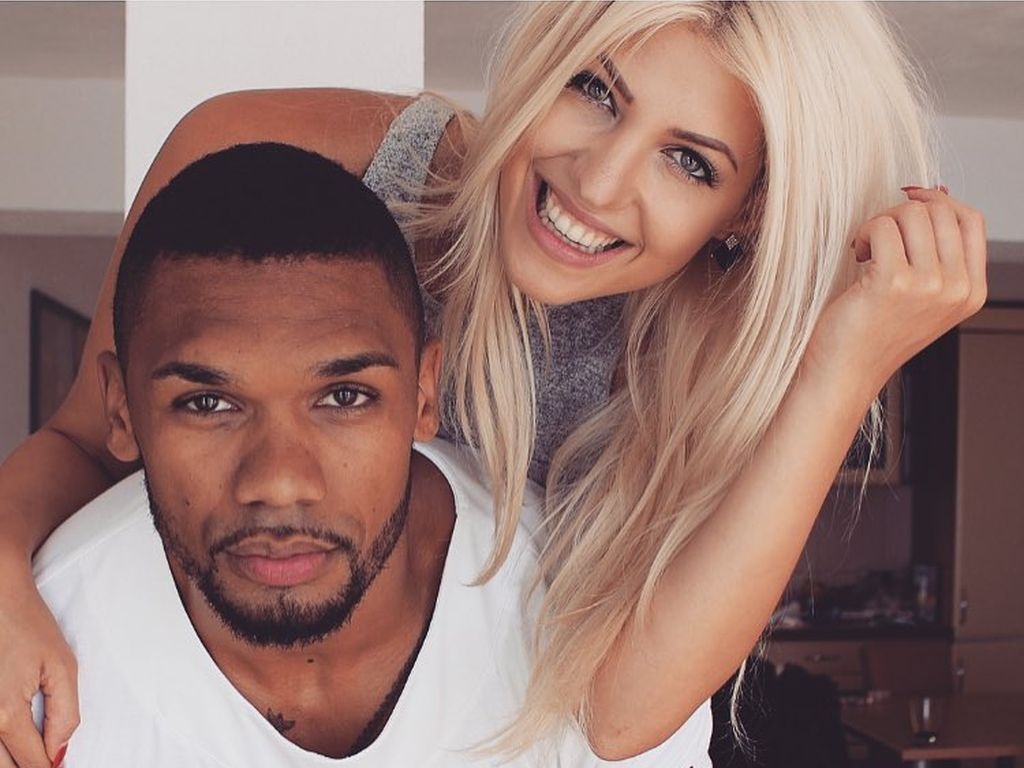 Playmate Sarah Nowak und Personal Trainer Dominic Harrison