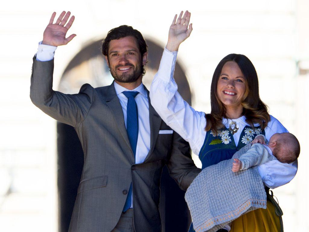 Prinz Carl Philip, Prinzessin Sofia und Alexander beim schwedischen Nationalfeiertag