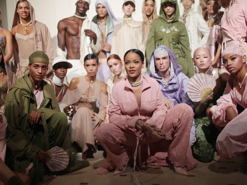 Rihanna und ihre Models in der Fenty x Puma Kollektion