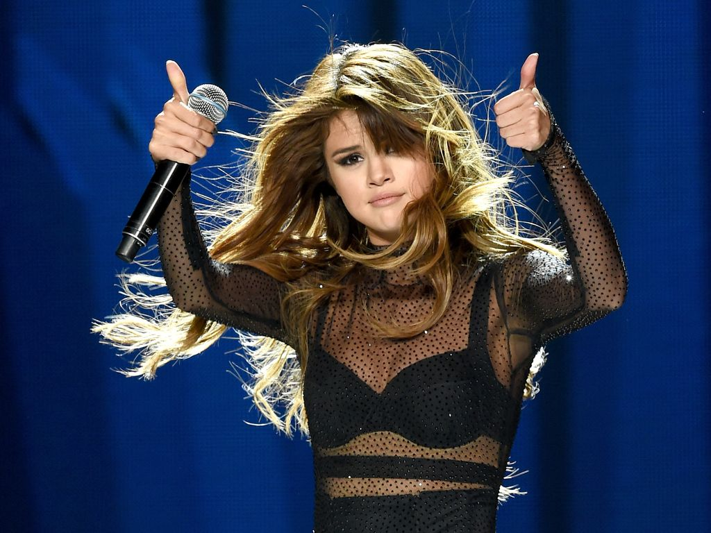 Selena Gomez bei einem Gig im Staples Center in Los Angeles