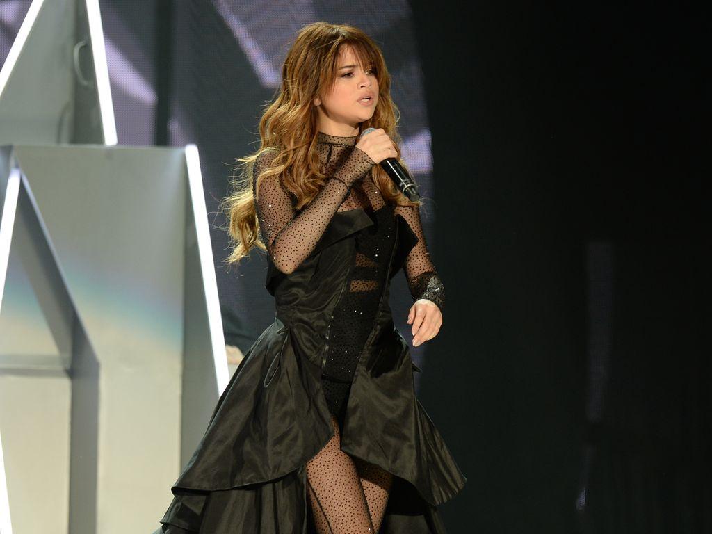 Selena Gomez auf der Bühne des Smoothie King Centers