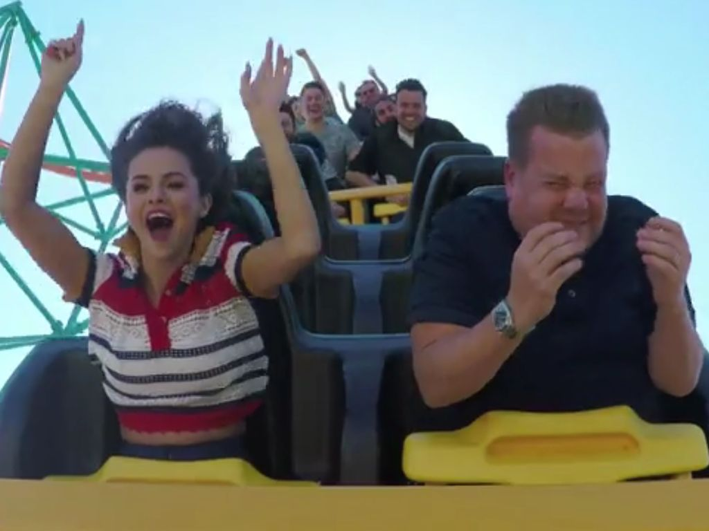 Selena Gomez und James Corden beim Carpool Karaoke auf der Achterbahn