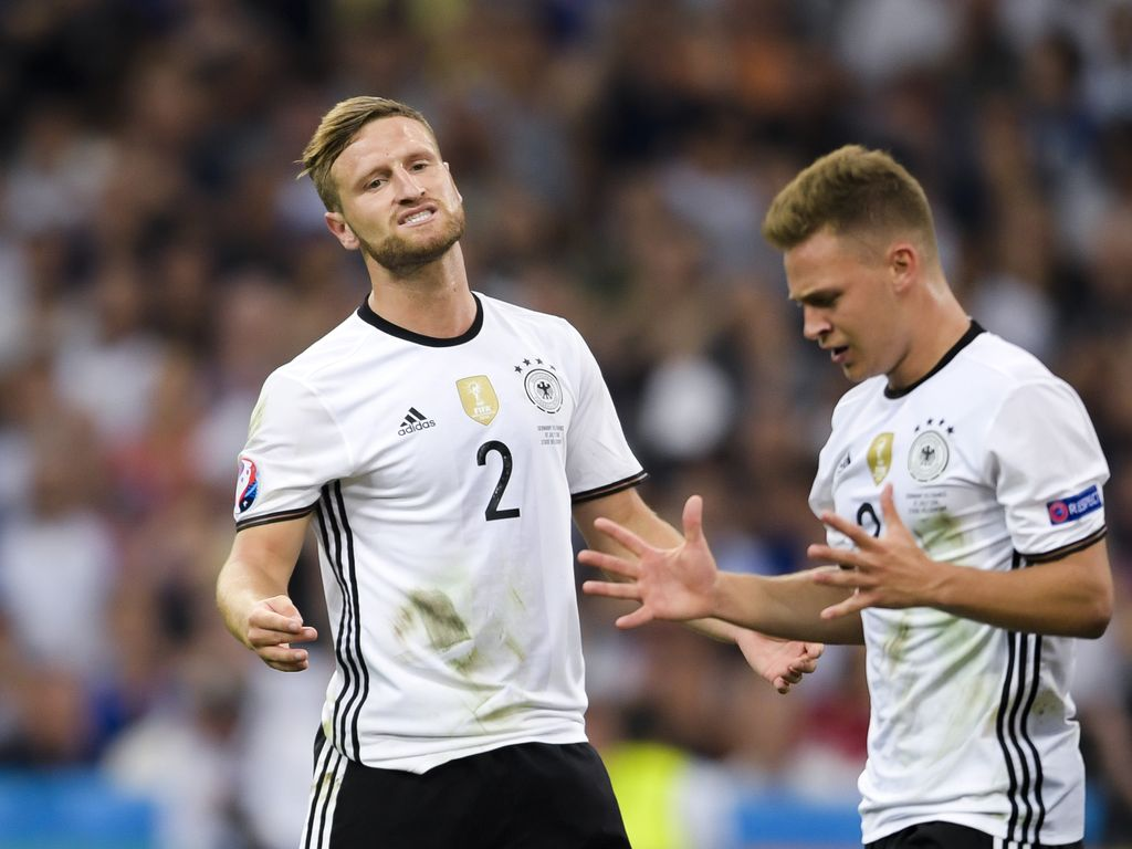 Shkodran Mustafi und Joshua Kimmich beim EM-Spiel gegen Frankreich