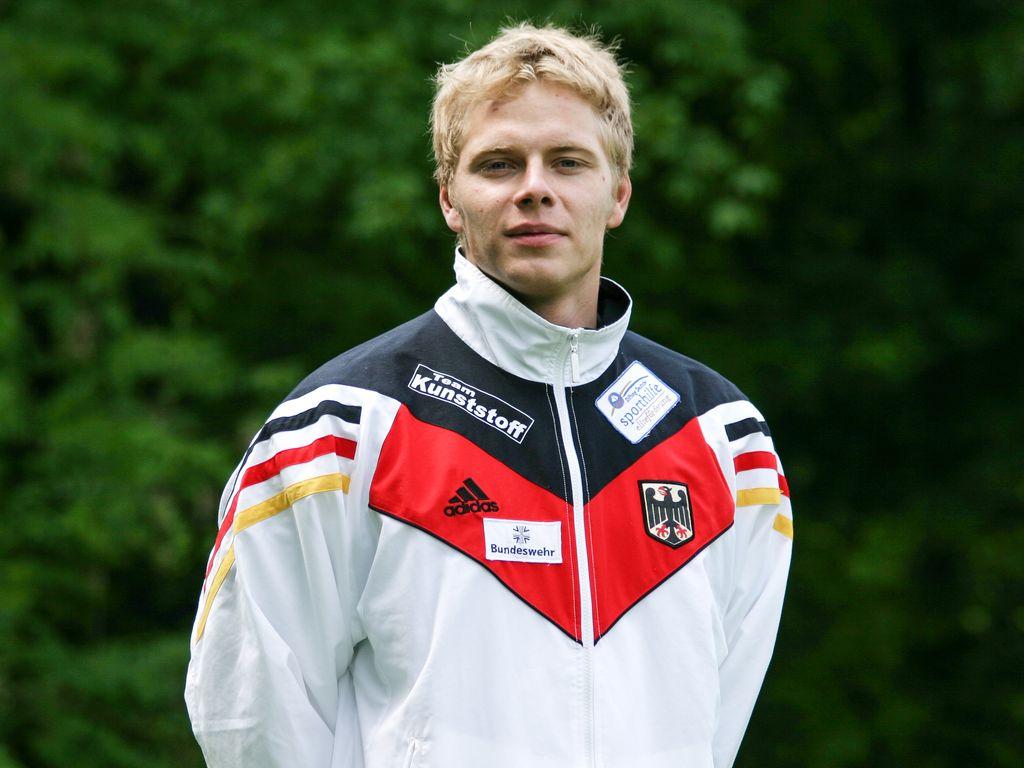 Stefan Henze beim Fotoshooting der Deutschen Nationalmannschaft am Eiskanal in Augsburg
