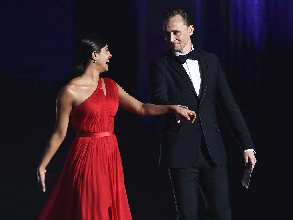 Tom Hiddleston und Priyanka Chopra bei den Emmys