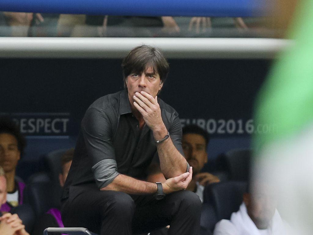 Trainer Joachim Löw beim Spiel Nordirland gegen Deutschland bei der Fussball-EM in Paris