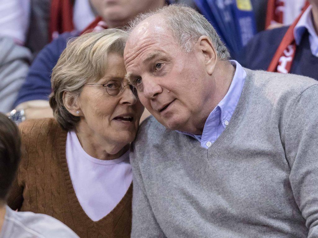 Uli Hoeneß mit Ehefrau Susi beim Spiel der FC Bayern Basketballer