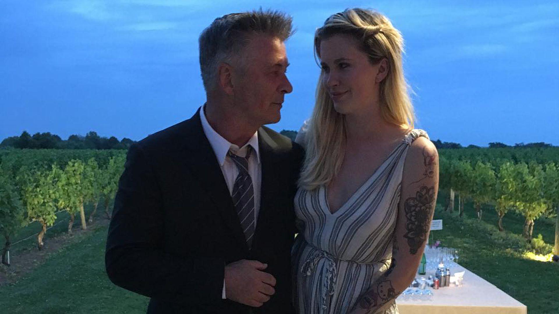 5 Jahre Ehe: Alec & Hilaria Baldwin heiraten zum 2. Mal | Promiflash.de