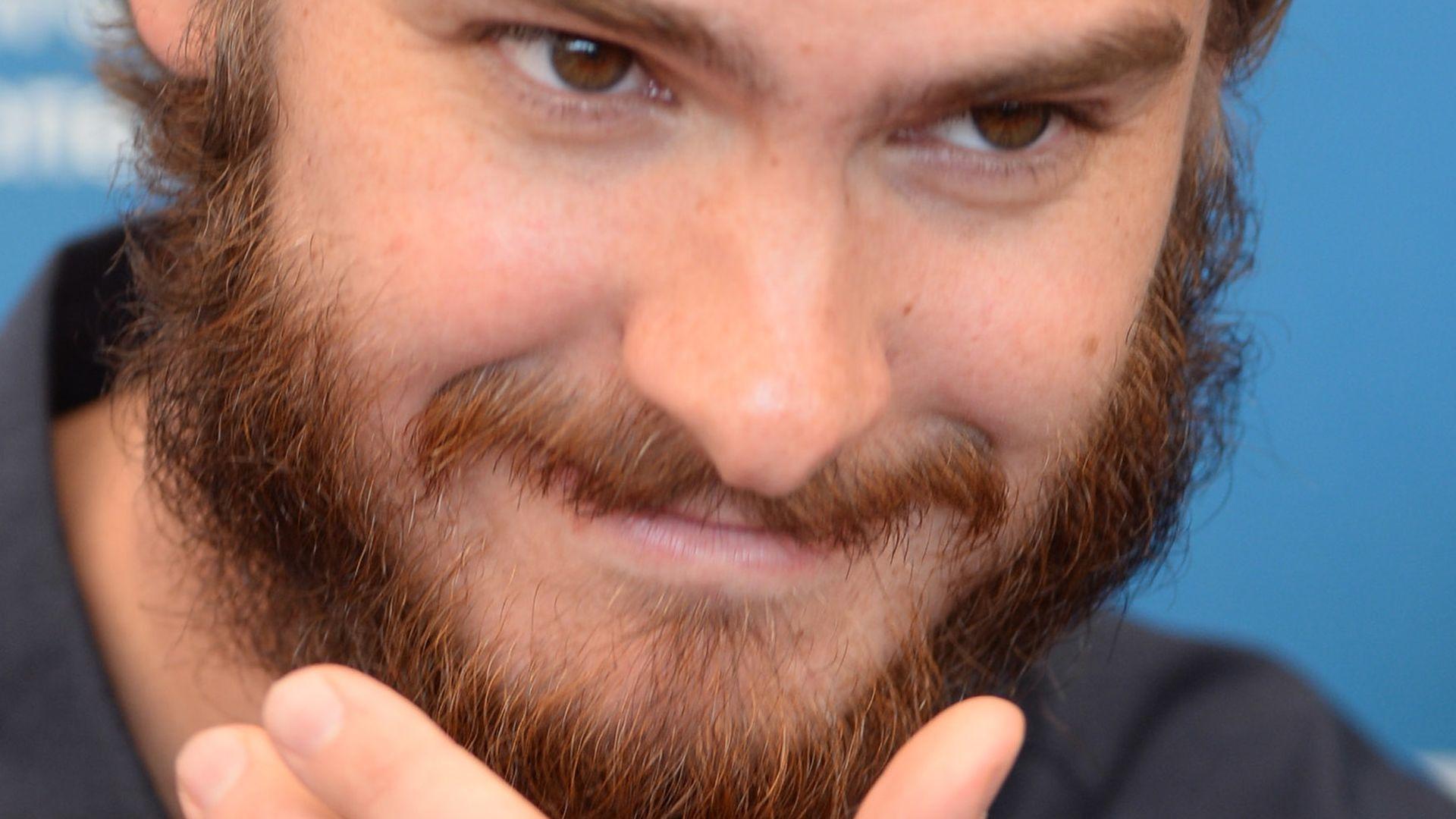 Was für ein Bart! Andrew Garfield als Alm-Öhi | Promiflash.de