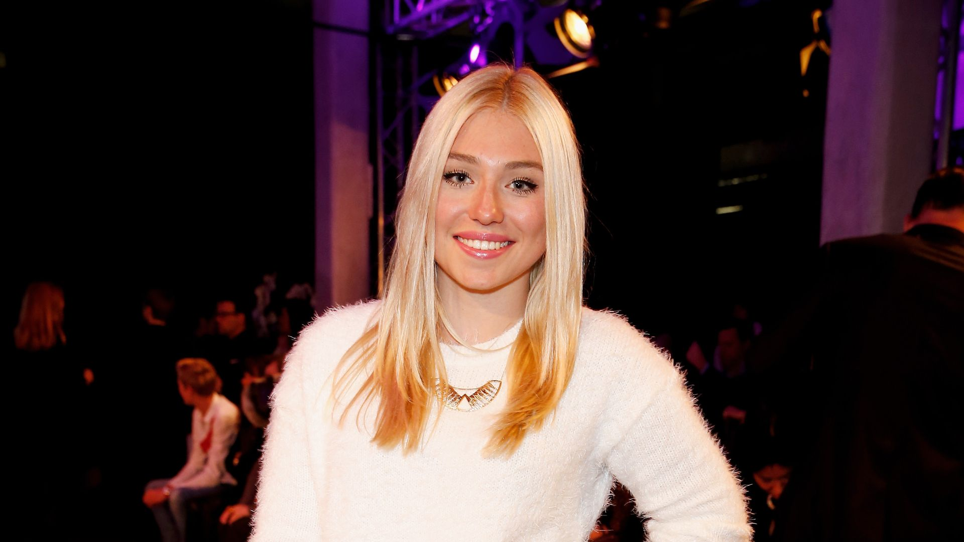 Deutsche blondine bei ihrem ersten fickdate - 1 5