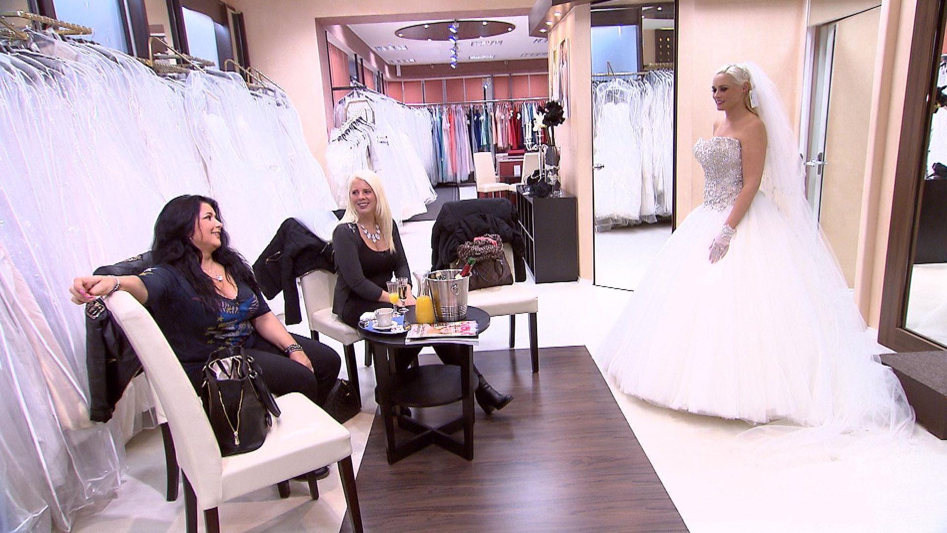 Ist das ihr Kleid? Dani Katzenberger ist endlich eine Braut ...