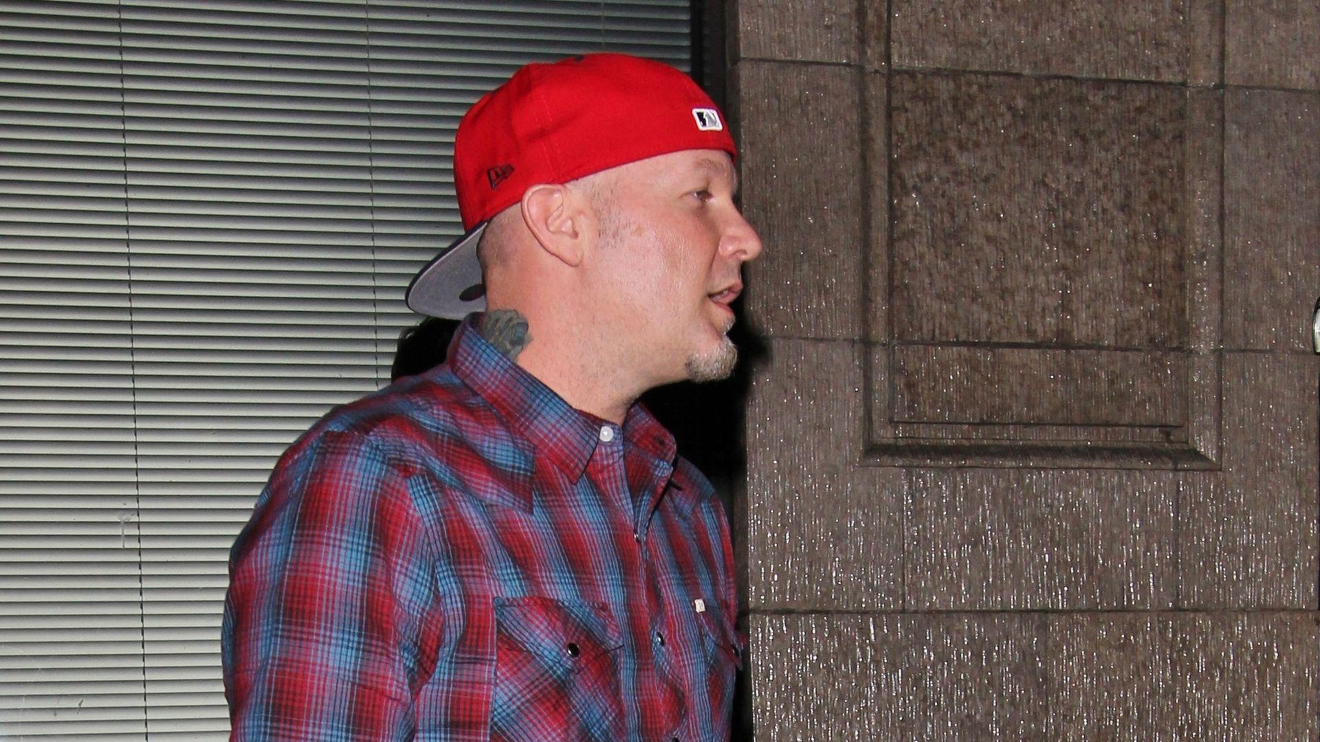 Markenzeichen  Fred Durst hat die rote Mütze noch  b4a63957d95