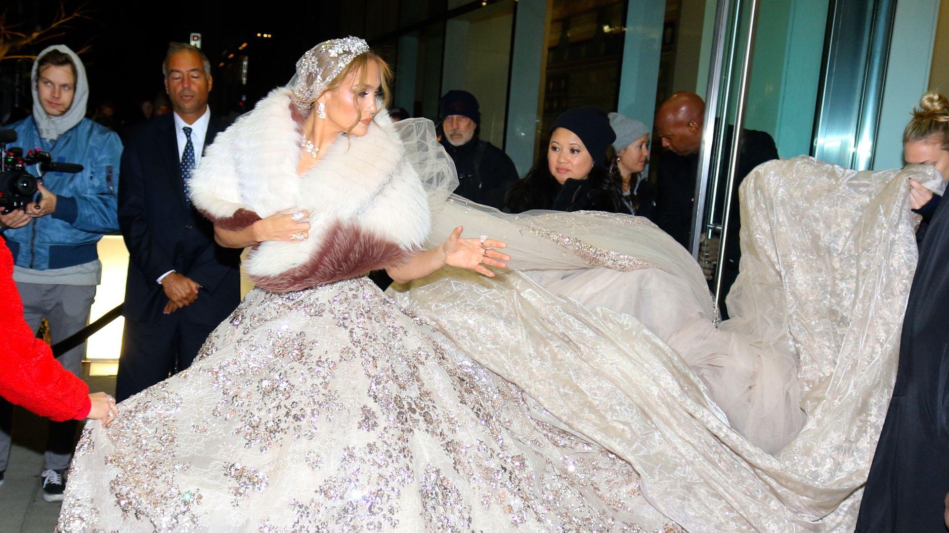 Heiraten steht ihr gut! Jennifer Lopez in Traum-Brautkleid