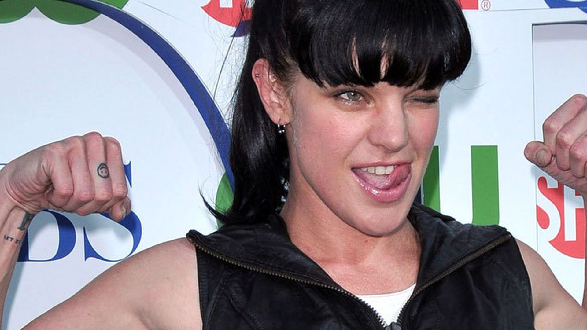 Navy cis pauley perrette zeigt ihre vielen tattoos for Ncis abby tattoo