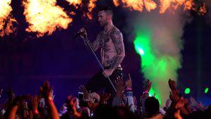 Adam Levine oben ohne: So heiß war die Super Bowl-Show